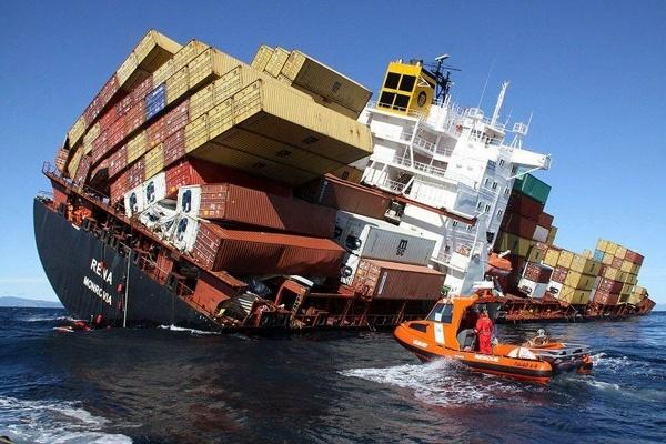 کشتی باری ایرانی در نزدیکی بندر ام القصر عراق غرق شد