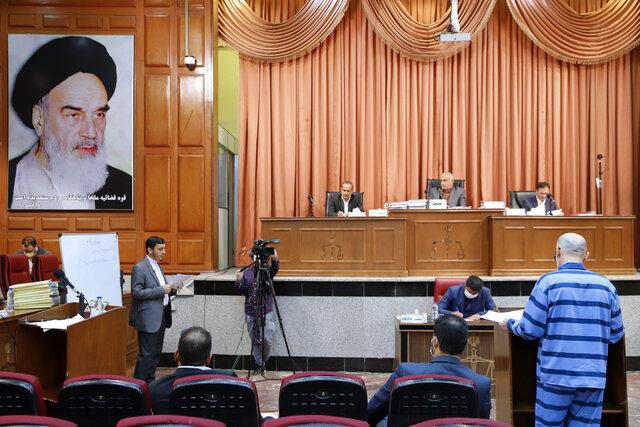 لیسانس طبری هم زیر سوال رفت/ قاضی منصوری با۵۰۰ هزار یورو رشوه هم قانع نبود